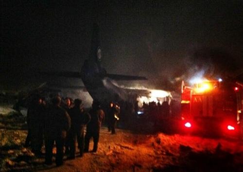 Hiện trường máy bay chở hàng của Nga rơi ở Siberia. Ảnh: AFP.