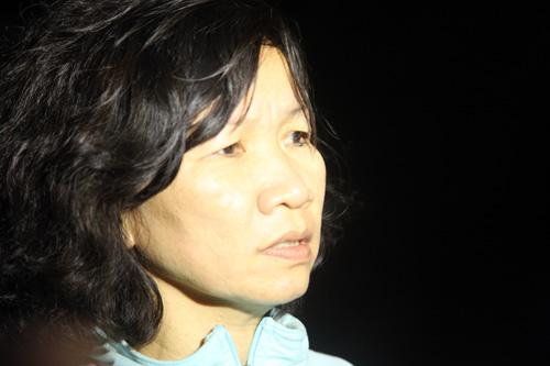 Bà Trần Thị Tuyết Thanh, phụ huynh Võ Thành Luân ngóng chờ con trai.
