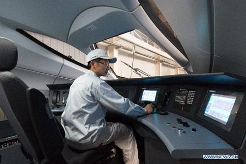 Con tàu đã được đưa vào sử dụng ở các tuyến đường sắt Thượng Hải - Hàng Châu, và Vũ Hán - Quảng Châu.