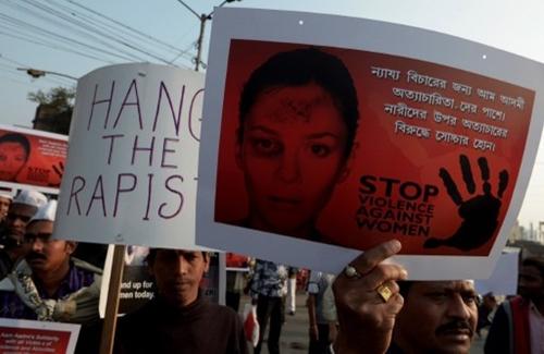Các nhà hoạt động biểu tình phản đối vụ thiếu nữ Ấn Độ bị cưỡng hiếp rồi thiêu sống hôm 5/1.