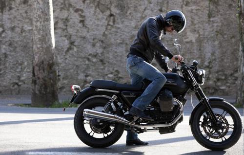 2013-Moto-Guzzi-V7-Stone-Model-1741-1495