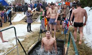 Tắm băng rửa tội trong hồ nước 0 độ C