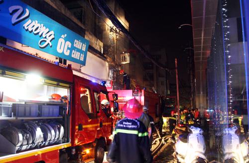 Nhà kho siêu thị Hà Nội bị cháy nằm trong hẻm cầy tơ Mả Lạng nổi tiếng của Sài Gòn. Ảnh: An Nhơn