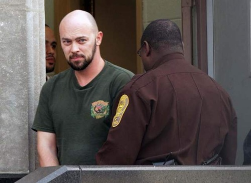 Hoffman trong phiên xử hồi tháng 8/2013 về tội gián điệp. Ảnh: AP