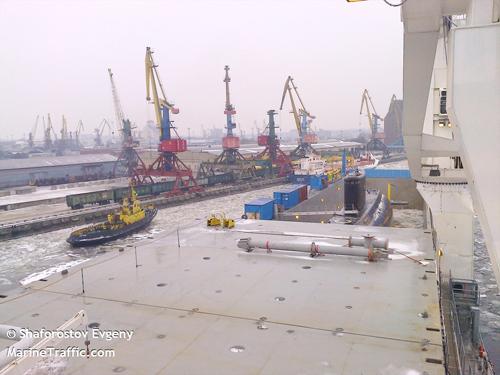 Tại đây,tàu ngầm Hồ Chí Minh lên tàu vận tải Hà Lan được thực hiện thành công trong khu vực mặt nước nhà máy với sự trợ giúp của 2 tàu kéo và 1 canô.