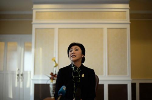 [Caption]Thủ tướng Yingluck Shinawatra trong buổi họp báo hôm 11/12với các phóng viên nước ngoài tại một căn cứ không quân ở Bangkok. Ảnh:AFP.tin rằng quân đội sẽ không tiến hành một cuộc đảo chính để chấm dứt tình trạng khủng hoảng chính trị hiện tại ở Thái Lan.