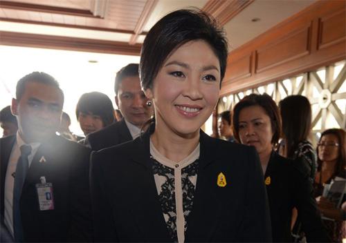 Thủ tướng Yingluck hôm 26/11, khi các nghị sĩ bắt đầu thảo luận về việc tổ chứcbỏ phiếu bất tín nhiệm bà tạiHạ viện. Lúc này,hàng trăm nghìn người Thái Lan đổ xuống đường biểu tình đòi bà từ chức. Tuy nhiên, hai ngày sau đó,297 phiếu tín nhiệm so với 134 phiếu bất tín nhiệm.Ảnh:AFP