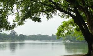 Những hồ nước thơ mộng, quyến rũ của Hà Nội