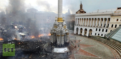 Trước tình trạng bạo lực tiếp diễn tại Ukraine, cộng đồng quốc tế đe dọa trừng phạt nếu hai bên không trở lại bàn đàm phán. Các ngoại trưởng Ba Lan, Pháp và Đức đáng lẽ dự kiến gặp ông Yanukovych và lãnh đạo phe đối lập hôm nay, nhưng họ bất ngờ rời thành phố vì lý do an ninh.