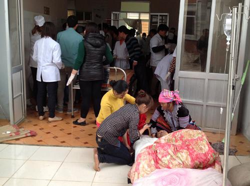 Đến chiều cùng ngày, một nạn nhân tử vong, 20 ngườ khác thương năng và có 3 người bị nguy kịch được đưa lên bệnh viện tỉnh Lai Châu. Ảnh: Sơn Thủy