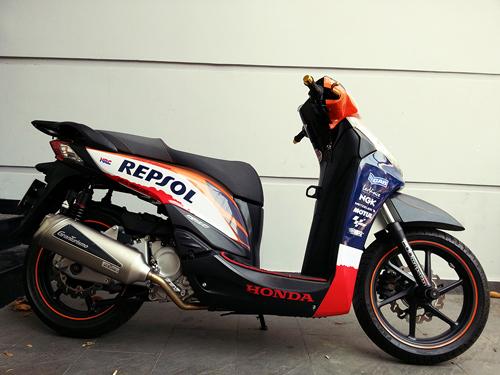 honda-sh300i-1-8521-1393408371.jpg