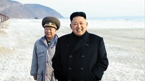 Hình ảnh nhà lãnh đạo Kim Jong-un và Phó nguyên soái Choe Ryong-hae vừa được đăng tải. Ảnh: Chosun Ilbo.