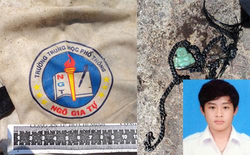 Chiếc áo học sinh và sợi dây chuyền giúp gia đình nhận dạng thi thể con trai bị giết. Ảnh: An Nhơn
