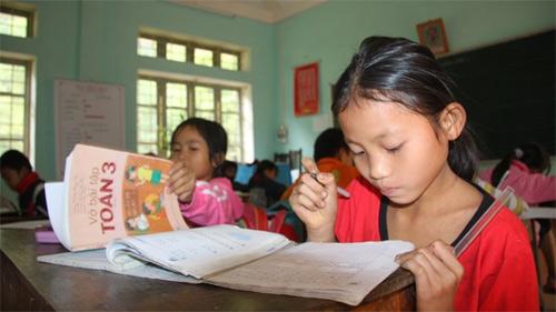 Nhiều người hy vọng sẽ có nhiều bộ SGK để nhà trường, học sinh lựa chọn. Ảnh: Hồng Vĩnh