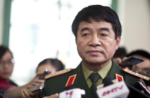 trung tướng Võ Văn Tuấn- phó tổng tham mưu trưởng QĐND Việt Nam cho biết đã điều động lực lượng đất liền và biến giới hỗ trợ tìm kiếm ở các vùng thưa dân cư, rừng núi