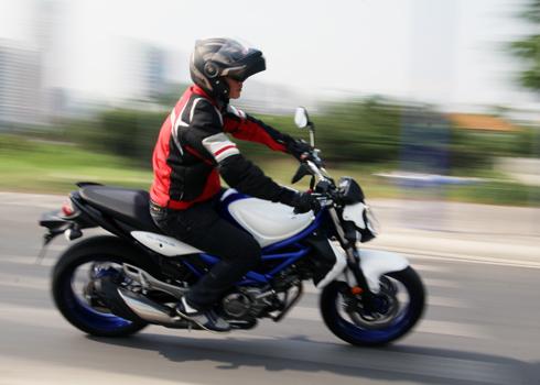 Suzuki-Gladius-1-4431-1395045548.jpg
