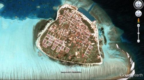 ĐảoKuda Huvadhoo nhìn từ vệ tinh. Ảnh: GoogleEarth