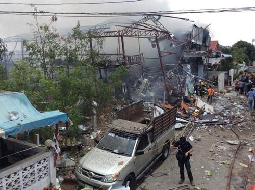 Cơ sở buôn phế liệu tan hoang sau vụ nổ. Ảnh:nationchannel.com.