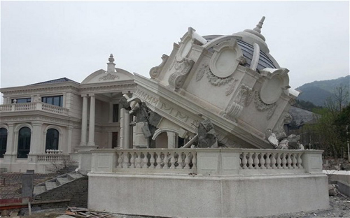 Biệt thự bản sao của Nhà Trắng tại Chiết Giang bị phá dỡ. Ảnh: Telegraph