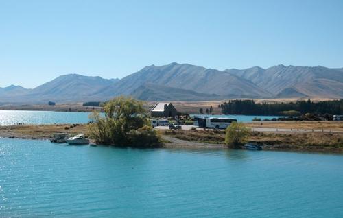 Tôi nhớ hồ nước xanh biếc, trạm dừng chân ăn trưa cạnh hồ
