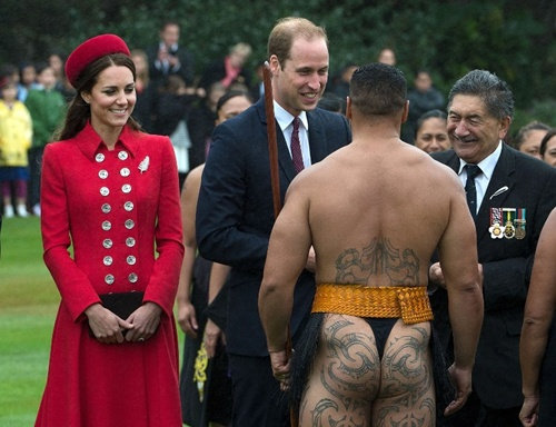 The Maori Cultural Group performed a wailing call (karanga) and the Haka Powhiri welcome dance.  William and Kate were introduced to members of the group but this time with a handshake.