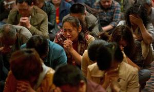 Thân nhân hành khách MH370 đợi chờ trong tuyệt vọng