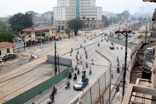 Từ ngõ 150 đường Trường Chinh mở rộng lấy sâu về phía Bắc khoảng 15m thậm chí trên 20m, và đường cong cũng xuất hiện từ đây.Ảnh: Bá Đô