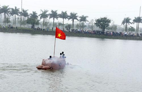 Trước đó, tàu Trường Sa đã thử nghiệm thành công trong hồ nước nhân tạo ở Thành phố Thái Bình, trước sự chứng kiến của nhiều người.Ảnh: Thiên Sứ