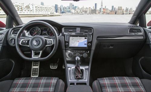 2015-vw-gti-interior-9486-1397196514.jpg
