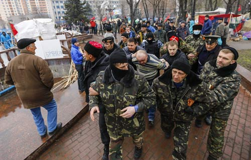 [Caption]Pro-Russian protesters escort a man detained yesterday, who they said provoked them by trying to sell a pistol, near the seized office of theSBU state security servicein Luhansk, ineasternUkraineApril 13, 2014. The man was handed over to local police. Government buildings in several towns in the Donetsk and Luhansk regions were attacked in what Washington said were moves reminiscent of the events that precededRussia's annexation ofUkraine's Crimean peninsula. REUTERS