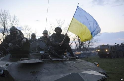 Các xe quân sự Ukraine hôm qua bị phát hiện ở cách thị trấn Sloviansk khoảng 70 km. Ảnh: Twitter