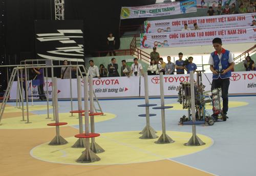 Một trận tranh tài robocon ở vòng loại miền Bắc diễn ra tháng trước.