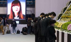 Gia đình nạn nhân phà Sewol biểu tình trong im lặng