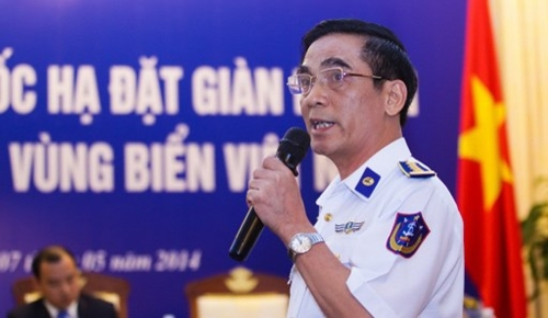 VIET NAM, Hanoi : Vietnam Maritime Police's Deputy Commander Do Ngoc Thu speaks during a press conference on the latest maritime tension between Vietnam and China in Hanoi on May 7, 2014. Hanoi said that Chinese ships protecting a deep-water drilling rig in disputed waters in the South China Sea had used water cannon to attack Vietnamese patrol vessels and repeatedly rammed them, injuring six people. AFP PHOTO