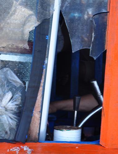 Ông Nguyễn Thanh Hùng, Phó chủ tịch UBND xã Bình Châu, huyện Bình Sơn cho biết, trong vòng 2 tuần qua, có 5 vụ tàu cá của ngư dân bị tàu Trung Quốc vô cớ tấn công, đánh đập, trấn lột tài sản trong lúc hành nghề ở vùng biển Hoàng Sa với tổng thiệt hại khoảng hơn 2 tỷ đồng.