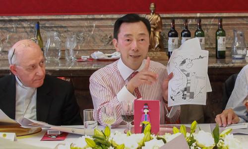 Đại sứ Việt Nam tại Bỉ thông báo về tình hình Biển Đông với Đoàn Ngoại giao các nước ở thủ đô Brussels. Ảnh: Đại sứ quán Việt Nam tại Bỉ.