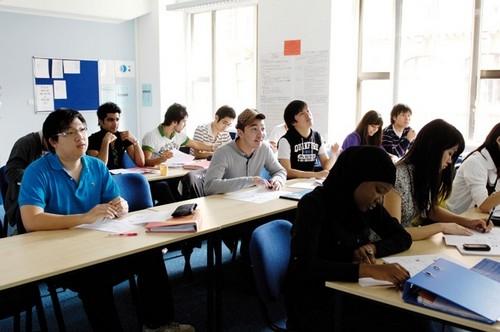 Blue Ocean Education là cầu nối giúp bạn thực hiện ước mơ du học của mình thông qua các chương trình học bổng và hỗ trợ học phí.