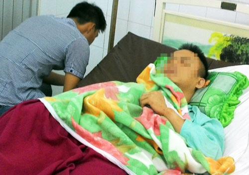 Nạn nhân Tùng đang điều trị ở bệnh viện Chấn thương Chỉnh hình. Ảnh: An Nhơn