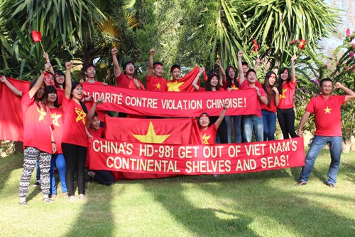 cộng đồng sinh viên Việt Nam mít tinh phản đối Trung Quốc tạitại thủ đô Rabat, Morocco. Ảnh: Trường Giang