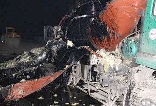 Xe bồn chở nhựa đường nổ tung thành nhiều mảnh.Ảnh: Báo Bắc Giang