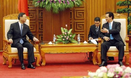 Thủ tướng Nguyễn Tấn Dũng (phải) tiếp Ủy viên Quốc vụ viện Trung Quốc Dương Khiết Trì. Ảnh: Reuters.