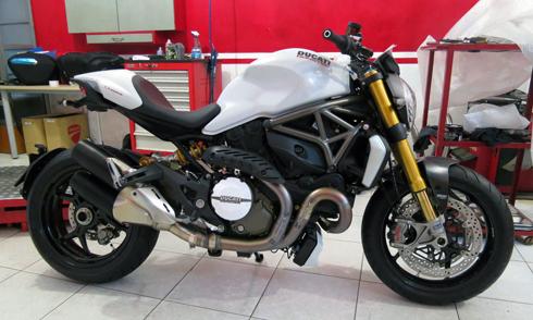 Ducati-Monster-1200-S-2.jpg