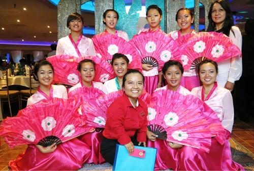 [Caption] việc làm từ thiệnhằng năm của Hội Trái Tim Bác Áiỗi năm cô đều mang tiền về Việt Nam thực hiện các công tác từ thiện qua các chùa và nhà thờ trong nước .