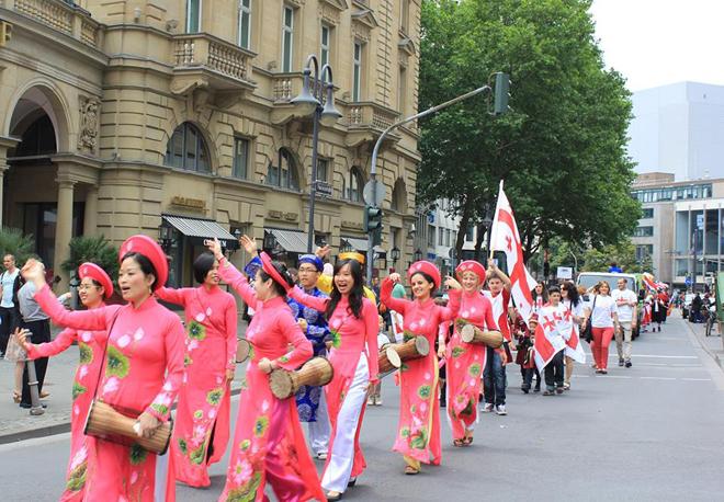 Người Việt ở Đức tham dự lễ hội văn hóa đường phố