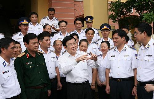 Chủ tịch nước Trương Tấn Sang thăm Bộ Tư lệnh Cảnh sát biển Việt Nam. Ảnh: TTXVN.
