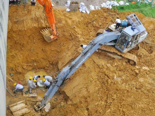 Chỉ sau 5 năm đưa vào sử dụng, đã 0 lần đường ống dẫn nước sông Đà bị vỡ làm ảnh hưởng đến 70.000 hộ dân. Ảnh: Bá Đô