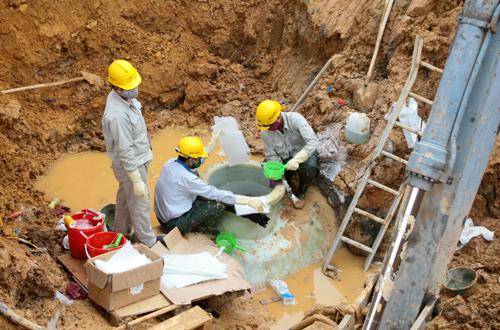 [Caption]Sau 9 lần vỡ đường ống nước sông Đà, Vinaconex đang khẩn trương triển khai xây dựng đường ống số 2 nhằm giảm tải cho đường ống số 1 (ảnh Bá Đô)