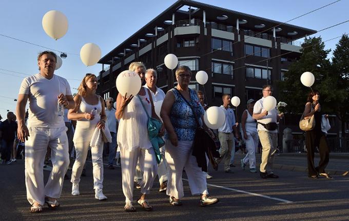 Người Hà Lan đồng loạt mặc áo trắng tưởng niệm vụ MH17