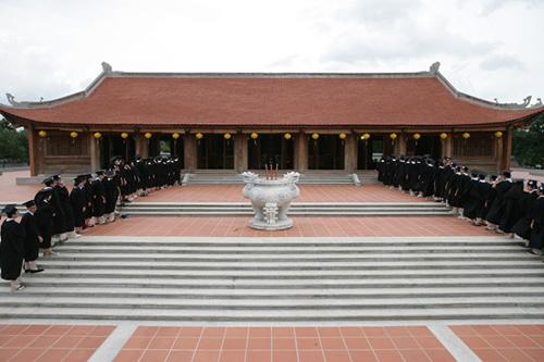 Lễ dâng hương năm 2013 của học sinh lớp 12 trường Quốc tế Á Châu tại khu truyền thống - dã ngoại SIU.