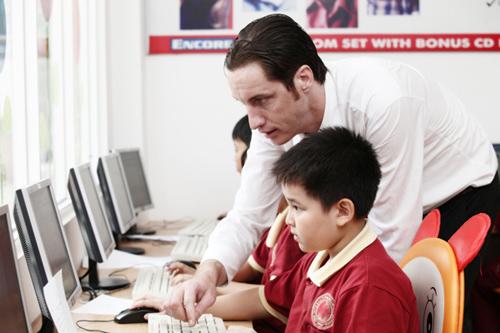 Giáo viên và học sinh trường Quốc tế Á Châu.